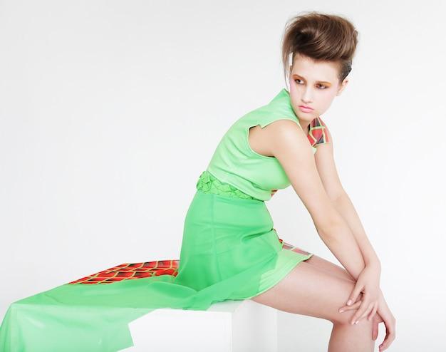 Hochmoderne frau. mode & glamour.