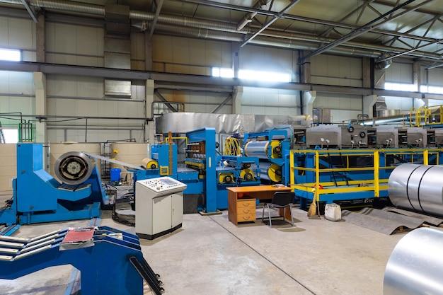 Hochtechnologische, moderne hochleistungsanlage mit hochpräziser ausrüstung, konstruktionskonzept, lagerindustrie