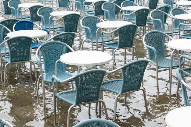 Hochwasser auf dem markusplatz, venedig