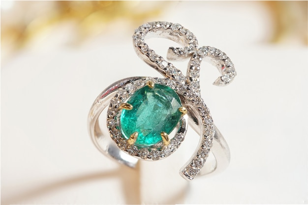 Hochwertige edelstein-accessoires, gold, diamant, rubin, perle, ohrringe