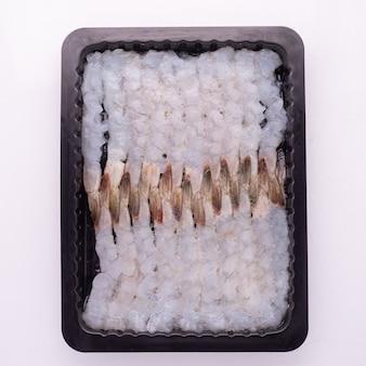 Hochwertige gefrorene und aufgetaute meeresfrüchte, verpackt in einem tablett mit iqf-verfahren, individuell schnell gefroren für das design der lebensmittel- und meeresfrüchteindustrie.