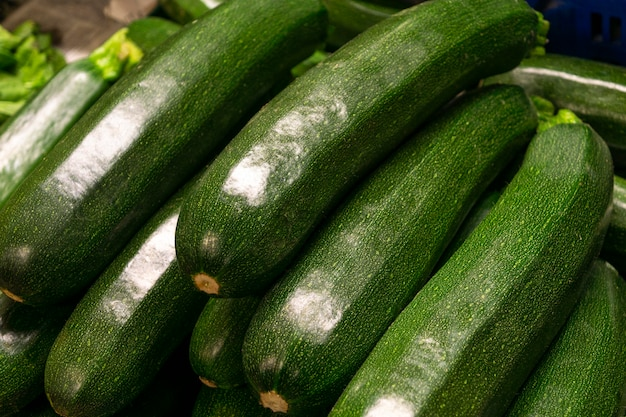Hochwinkelanordnung mit zucchini