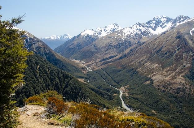 Hochwinkelaufnahme des avalanche peak, neuseeland