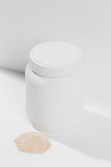 Hochwinkelbehälter mit pulverzusätzen für das fitnessstudio