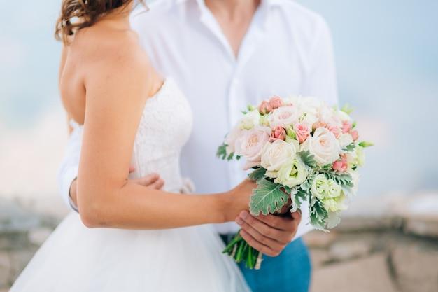 Hochzeit brautstrauß von lisianthus und cineraria silber in der