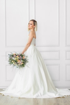 Hochzeit. schöne braut in einem hochzeitskleid