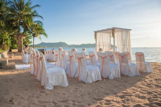 Hochzeitsaufbau am strand
