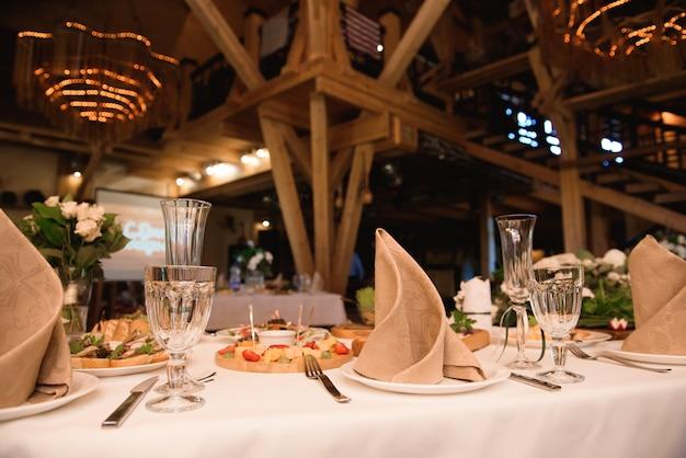 Hochzeitsbankett in einem restaurant, party im restaurant