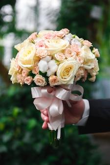Hochzeitsblumenstrauß, bouqet von schönen blumen am mittwoch