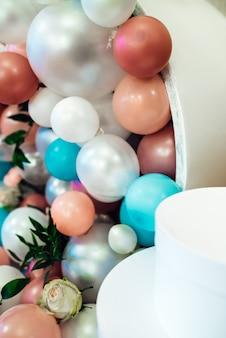 Hochzeitsdeko mit großen perlen im tiffany-stil