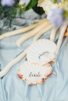 Hochzeitsdeko mit seestern und muscheln