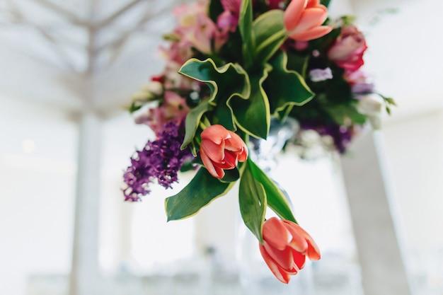 Hochzeitsdekor, blumen und blumenbankett und -zeremonie