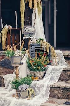 Hochzeitsdekor im rustikalen stil
