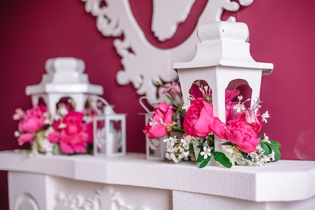 Hochzeitsdekor in rosa mit pfingstrosen