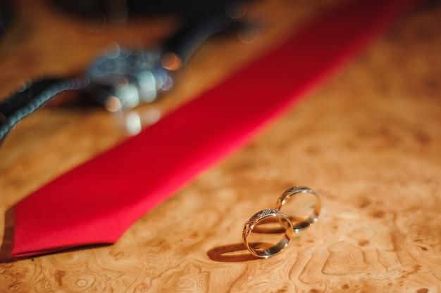 Hochzeitsdetails über holz