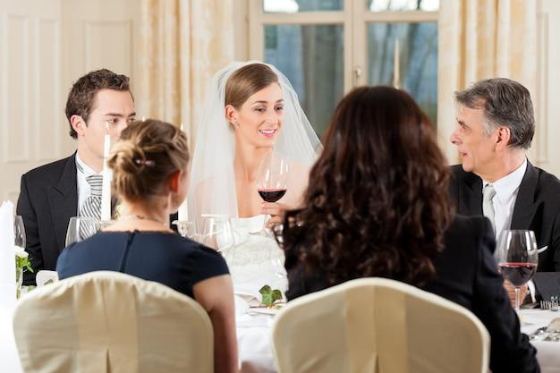 Hochzeitsfeier beim abendessen