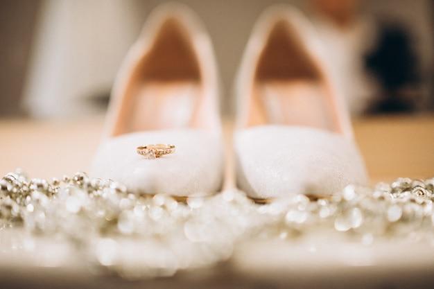 Hochzeitsfußabnutzung nah oben