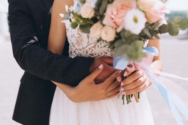 Hochzeitspaare an ihrem hochzeitstag