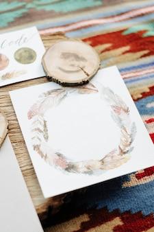 Hochzeitspolygraphie auf dem teppich im stil des boho