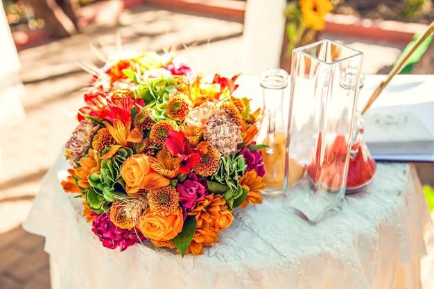 Hochzeitsritual mit farbigem sand