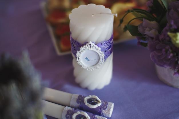 Hochzeitssaal mit blumen geschmückt