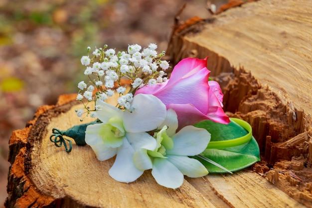 Hochzeitsstrauß aus hochzeitsblumen zubehör pflanze, brosche, schönheit, perlen, hochzeitsfloristen