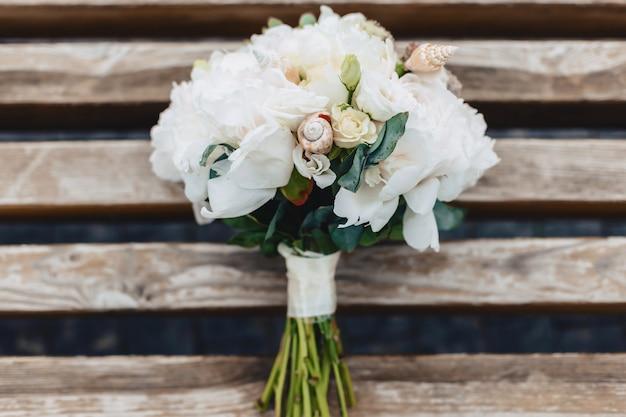 Hochzeitsstrauß und hochzeitsdekoration