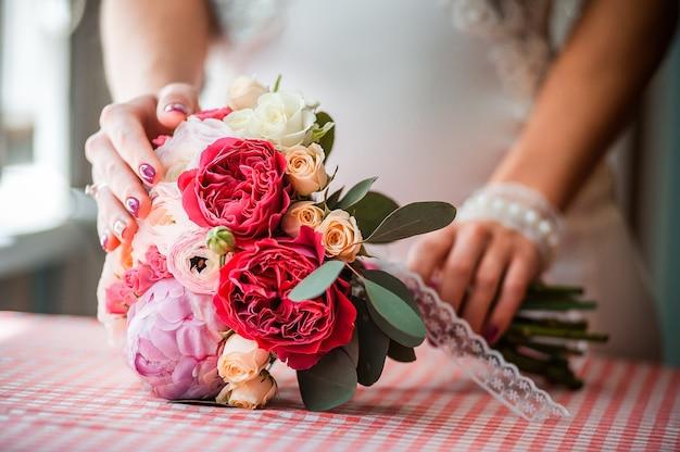 Hochzeitsstrauß verschiedener blumen für den urlaub