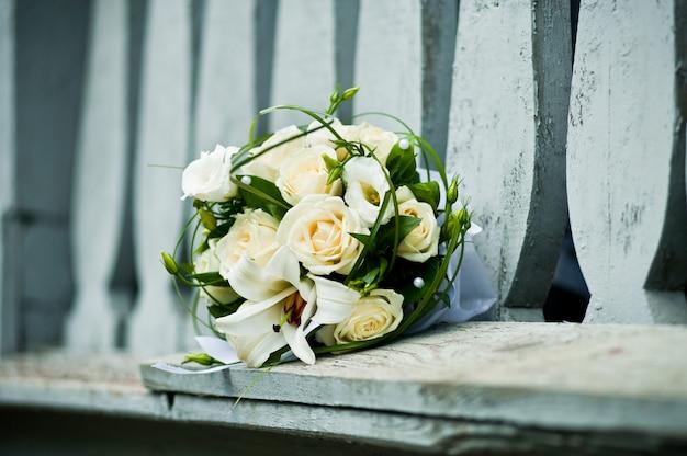 Hochzeitsstrauß verschiedener blumen