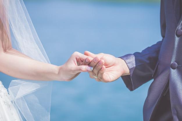 Hochzeitsthema, händchenhalten jungvermählten