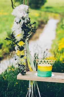 Hochzeitstorte mit dekoration.