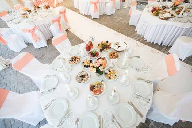 Hochzeitsveranstaltungssaal dekoriert