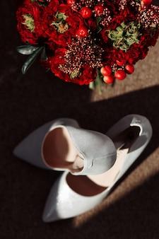 Hochzeitszubehör brautstrauß und brautschuhe
