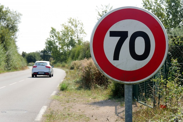 Höchstgeschwindigkeit auf den französischen straßen 70 km / h