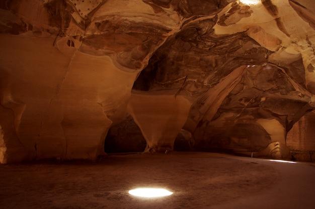 Höhle mit natürlichem licht