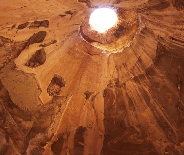 Höhle.