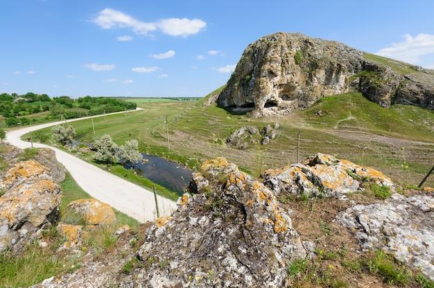 Höhlen sie in toltre nahe dem butesti-dorf, moldau aus