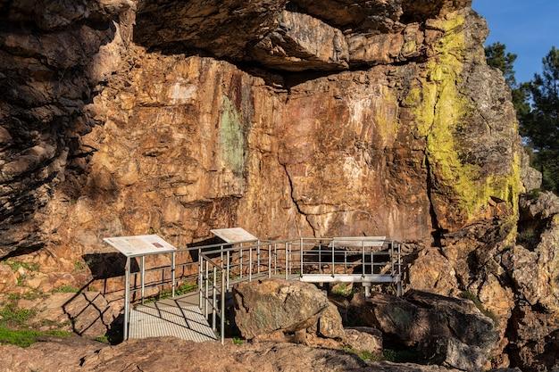 Höhlenmalereien in der chiquita-höhle.