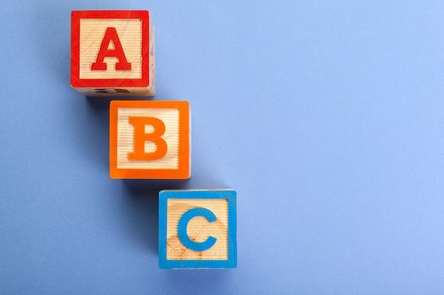 Hölzerne alphabetblöcke