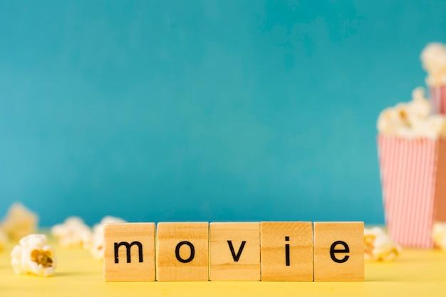 Hölzerne beschriftung des films mit kopienraum