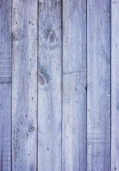 Hölzerne graue blaue plankentür der scheune drapierte beschaffenheitshintergrundvertikale