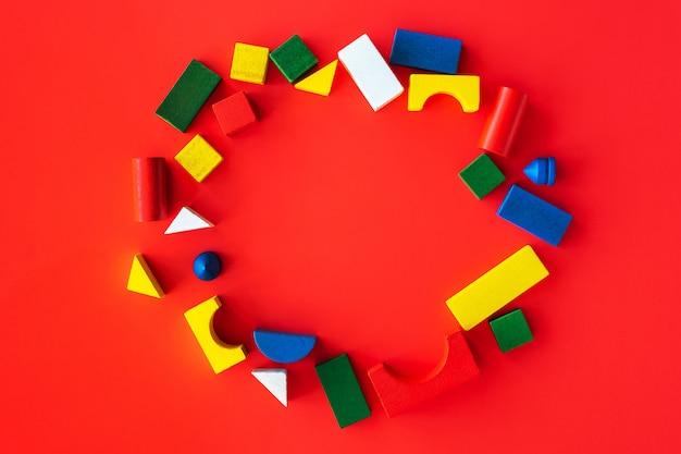 Hölzerne helle geometrische formen des runden rahmens, mehrfarbiges bildungsspielzeug für kind