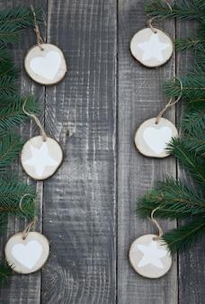 Hölzerne und natürliche weihnachtsdekoration