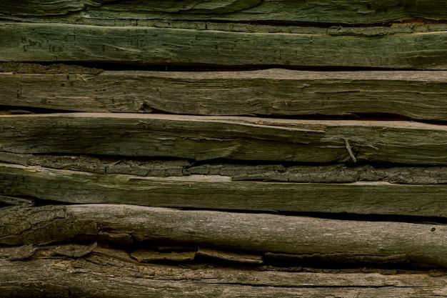 Hölzerne waldmauer