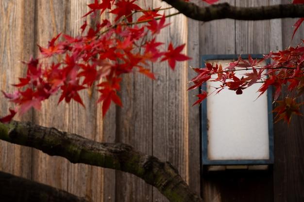 Hölzerne wand des fensters und des alten hauses in japan