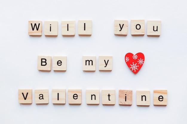 Hölzerne wörter und rotes herz, symbol der liebe. valentinstag.