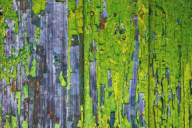 Hölzerner alter antiker hintergrund von verfallenen grünen brettern in der rustikalen art des schmutzes
