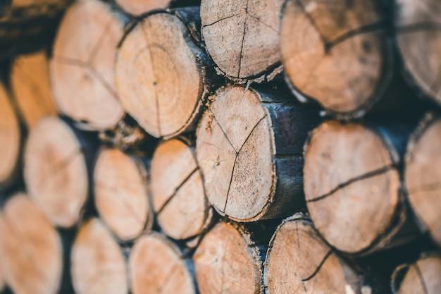 Hölzerner baumstapel der natürlichen hölzernen protokollweinlesennaturbeschaffenheit für hintergrund