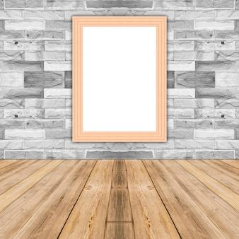 Hölzerner fotorahmen des leeren mais, der an der weißen backsteinmauer, schablonenspott oben für das hinzufügen ihres designs lehnt und lassen raum neben rahmen für das hinzufügen von mehr text.