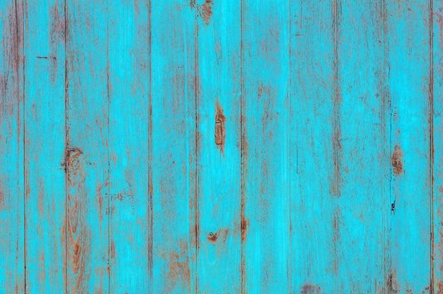 Hölzerner hintergrund des weinlesestrandes - alte verwitterte hölzerne planke gemalt in der pastellfarbe des türkisblaus.